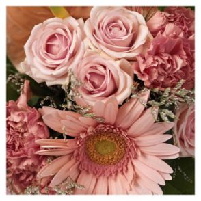 Verrassingsboeket seizoensbloemen roze
